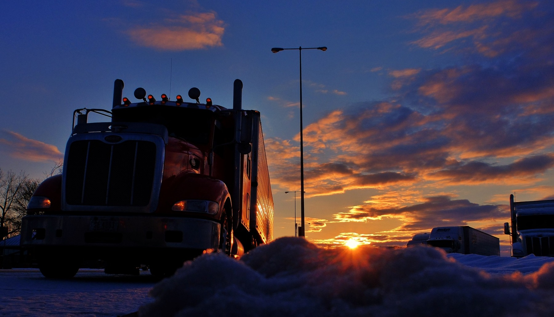 trucker-2946821_1920