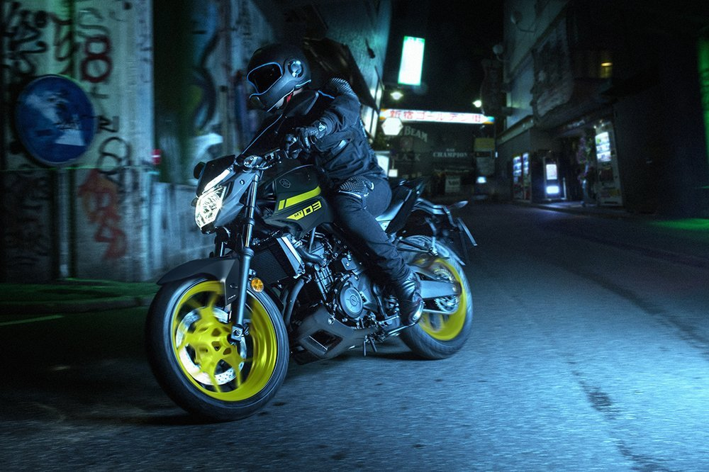 2018-yamaha-mt-03-eu-night-fluo-action-003